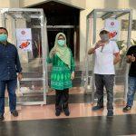 Serah Terima Bilik Desinfektan MDCU-2007  Oleh Ketua IKA Teknik UNHAS Kepada Rektor UNHAS